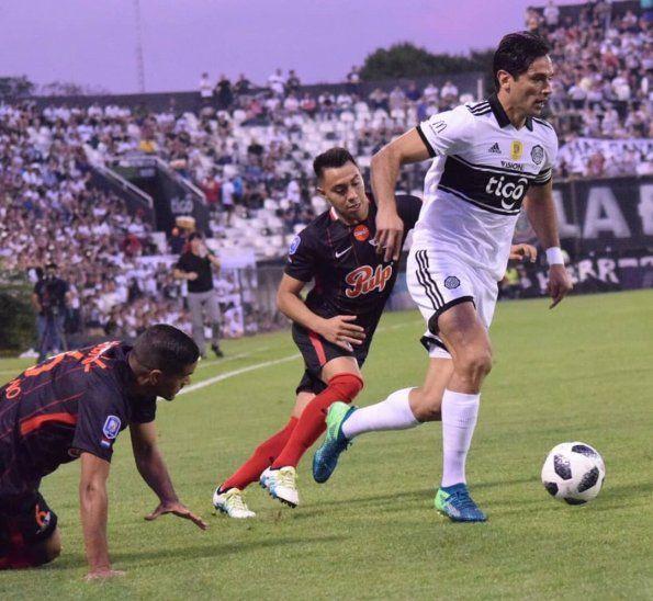 Roque Santa Cruz supera la marca de jugadores de Libertad.