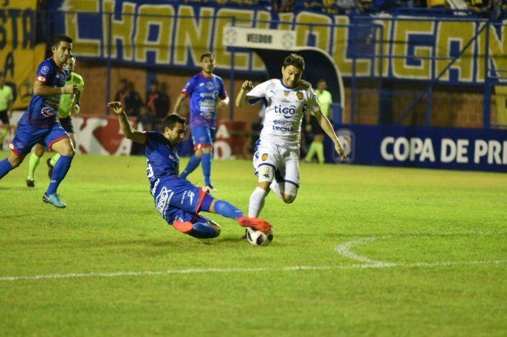 Paridad a un gol en el Ricardo Gregor.