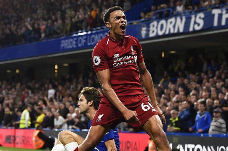 Un jugador de Liverpool celebra una anotación contra Chelsea.