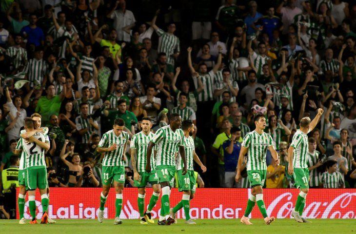 Betis logró los tres puntos sobre el final.