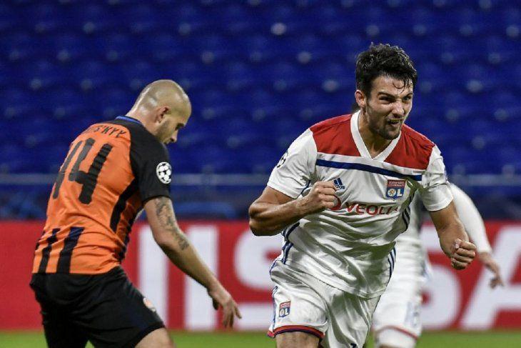 El Lyon salva un empate ante el Shakhtar y mantiene el liderato grupo.