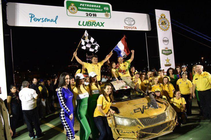 Llegada a la Costanera de los ganadores del Rally del Chaco.