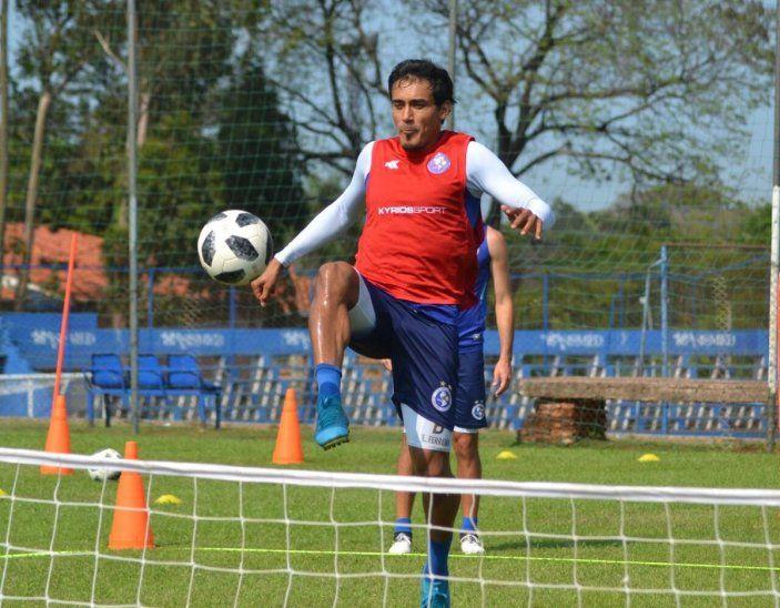 Édgar Ferreira durante un entrenamiento de los Dragones Azules.