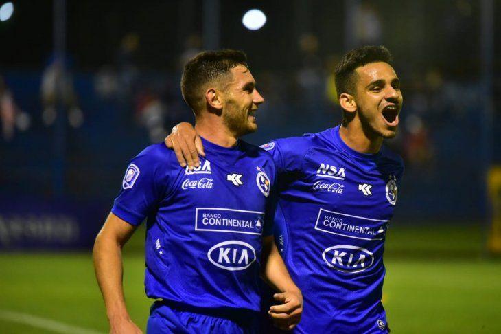 Adrián Martínez celebra el gol de la victoria.