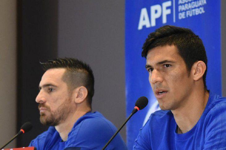 Fabián Balbuena (derecha) y Antony Silva en conferencia de prensa.