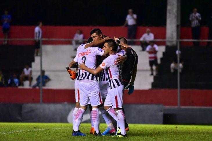 Tacuara celebra junto a sus compañeros.