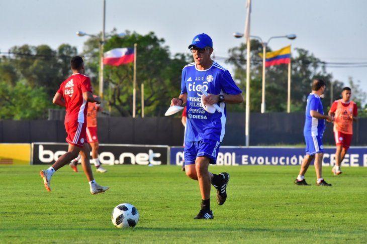 Juan Carlos Osorio trabajando en campo.