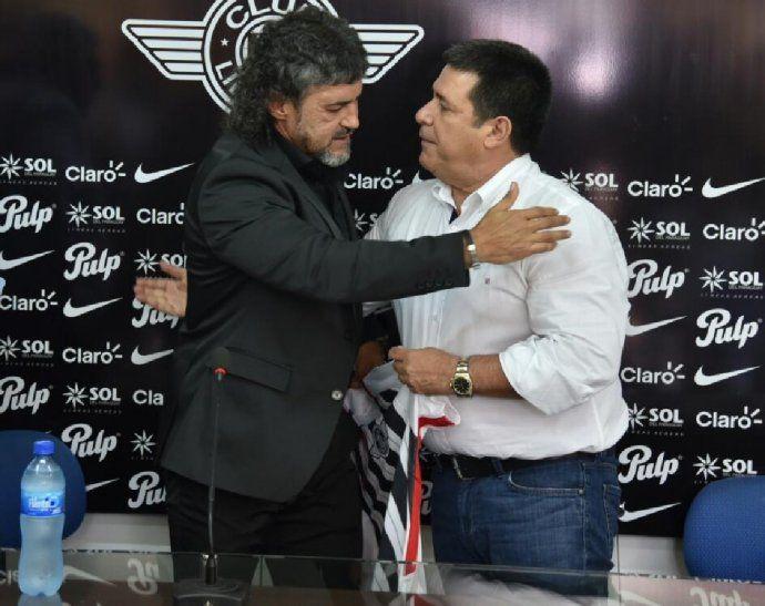Leonel Álvarez fue presentado por Horacio Cartes en Libertad.
