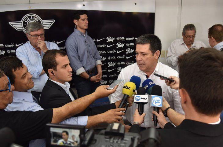 Horacio Cartes durante una conferencia de prensa.