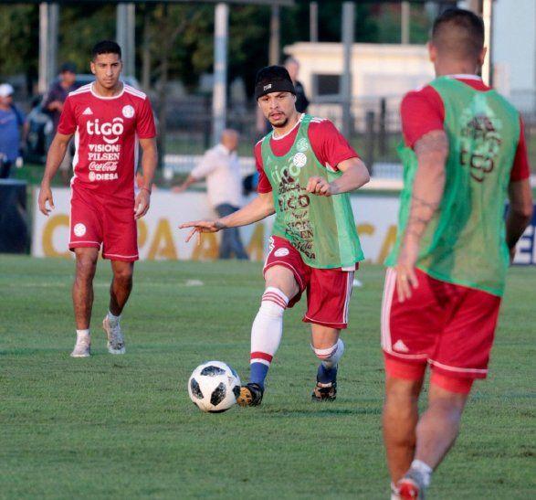 Rodrigo Rojas durante la práctica de la Selección Paraguaya.
