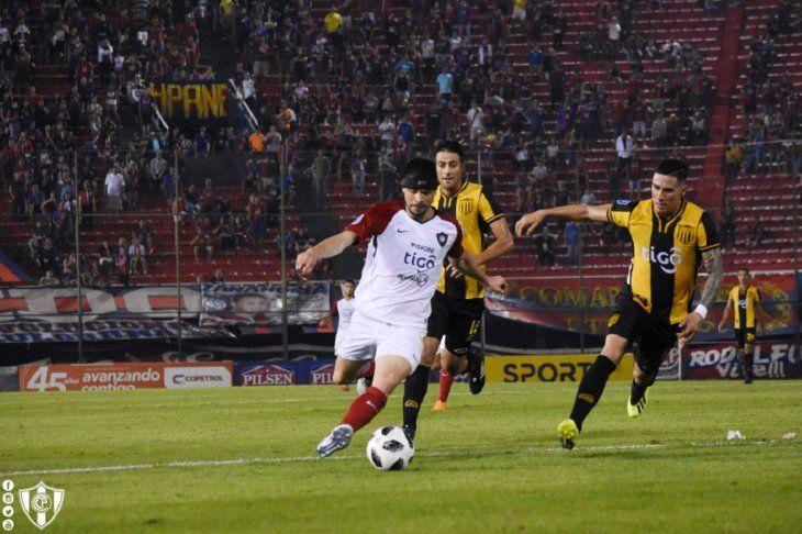 Rodrigo Rojas durante el partido contra Guaraní.