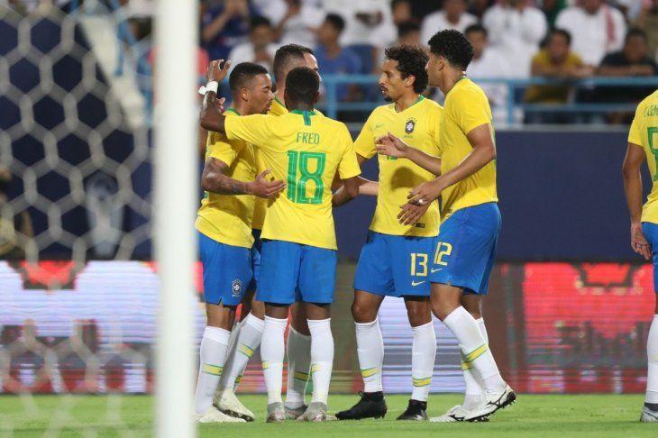 Brasil festejó con goles de Gabriel Jesús y Alex Sandro.