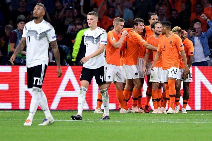 Holanda goleó 3-0 a Alemania.