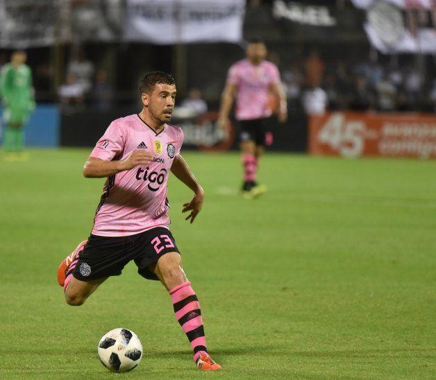 Encarador. Julián Benítez aporta habilidad y picardía al ataque del Franjeado.