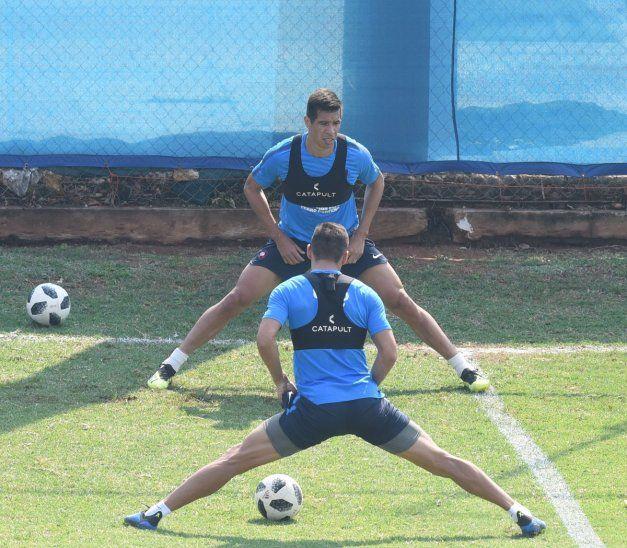 Víctor Cáceres entrenó con normalidad en Cerro.
