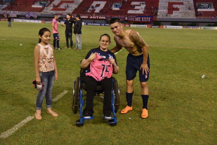 Guido Chávez regaló la remera a su mamá