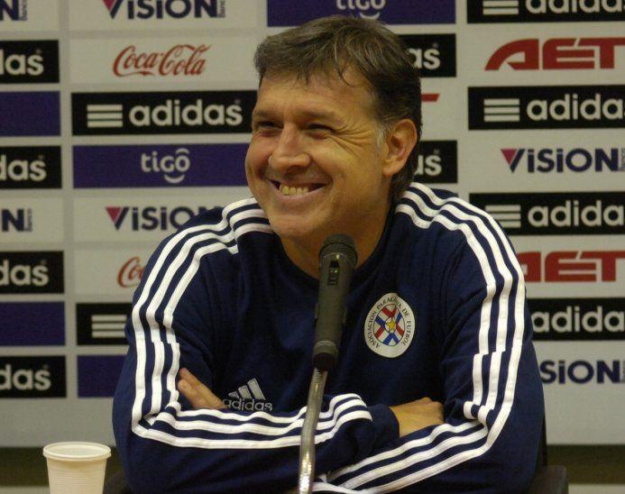 Tata Martino durante una conferencia cuando era DT albirrojo.