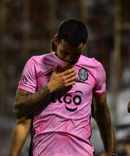 William Mendieta se retiró lesionado ante Luqueño.