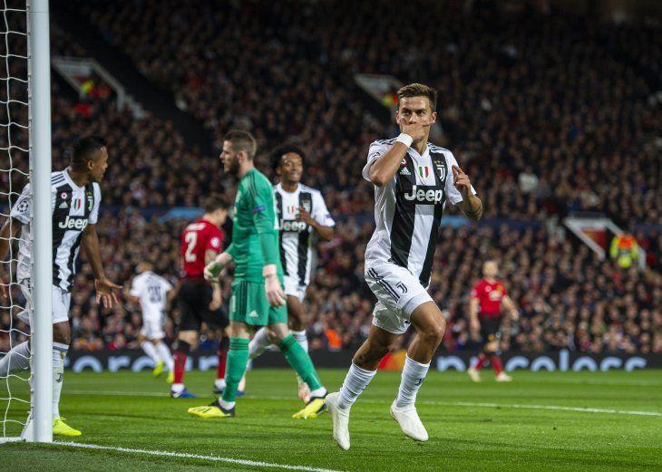 Dybala desequilibró el resultado en Old Trafford.