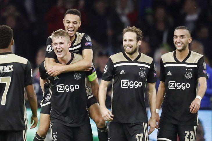 El Ajax festejó con un gol sobre la hora.