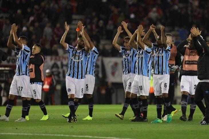 Jugadores del Gremio celebran la victoria frente a River Plate.