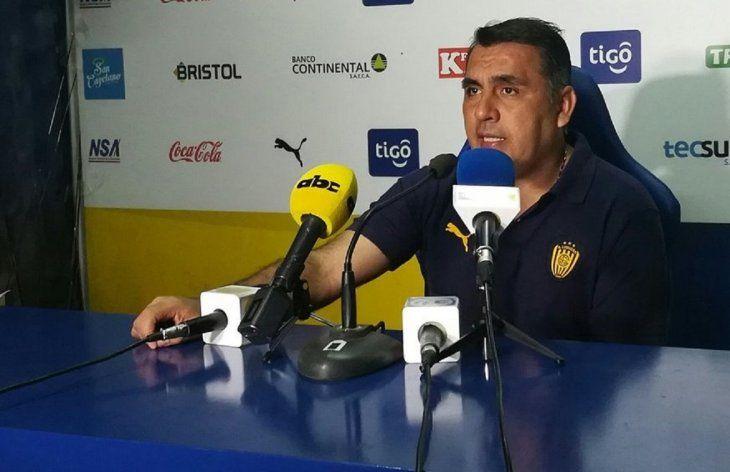 Pedro Sarabia durante la presentación en Luqueño.