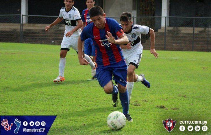 Fernando Ovelar durante un superclásico juvenil.