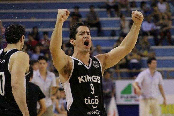 Celebración de un jugador de Olimpia ante San José.