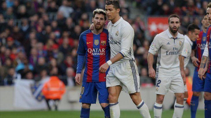 Ronaldo y Messi durante un clásico español.