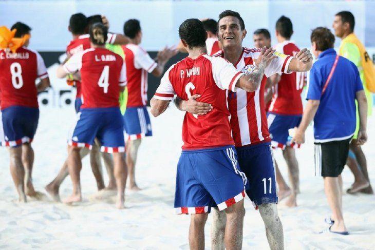 ABRAZADOS AL OBJETIVO. Paraguay buscará la gloria en la Copa Sudamericana de Fútbol de Playa.