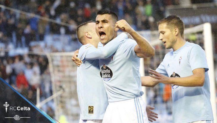 Júnior Alonso celebrando el gol de Lago Aspas que ponía arriba al Celta de Vigo sobre la Real Sociedad.