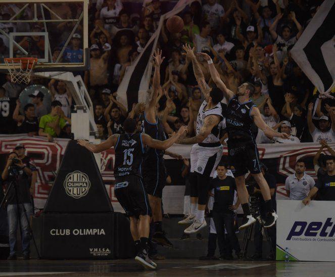 Dura lucha. San José venció a Olimpia 89-79. Este sábado se define la final en León Coundou.