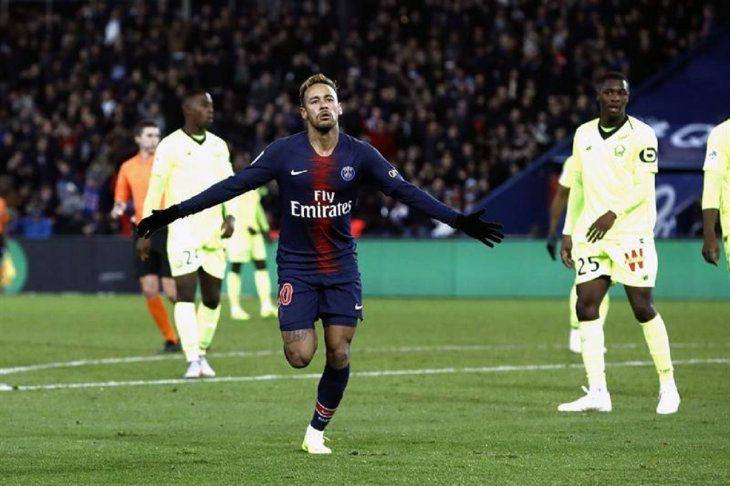 Neymar celebra su gol ante el Lille.