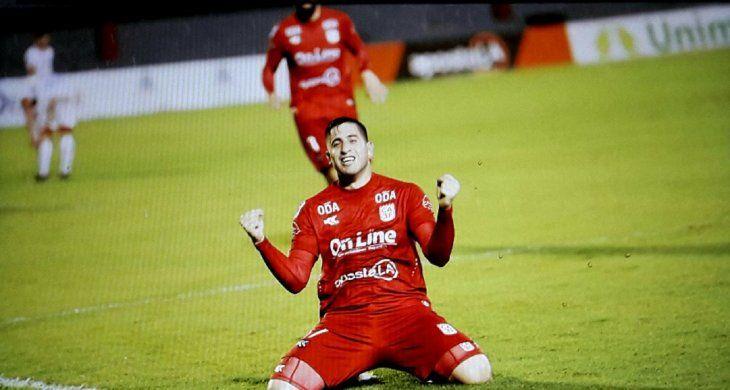 El 3 venció a Independiente.