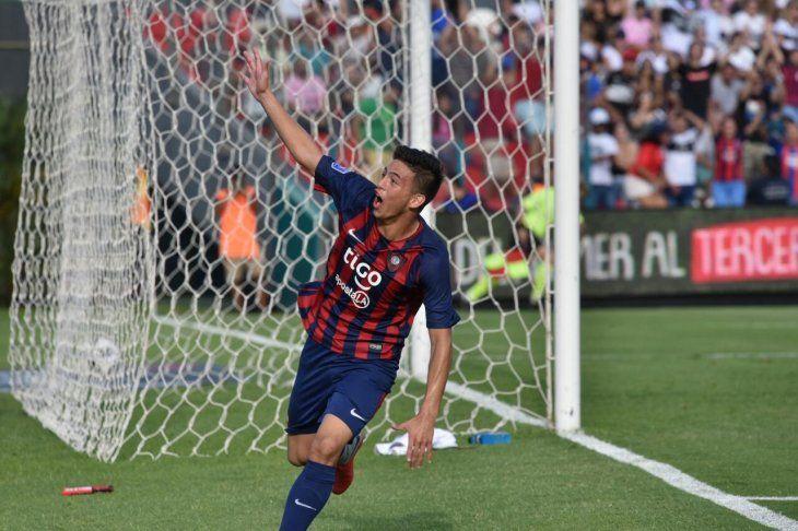 Fernando Ovelar festeja su gol ante Olimpia.