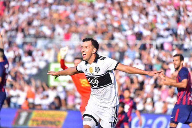 Néstor Camacho celebra su gol marcado a Cerro Porteño.