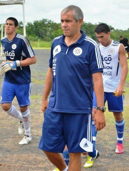 Víctor Genes cuando dirigía a la Selección Paraguaya Sub 20.