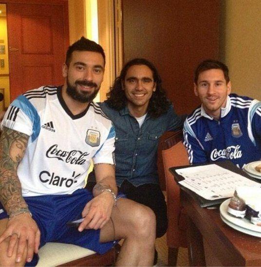 Sorín (centro) junto a Lavezzi (izquierda) y Messi