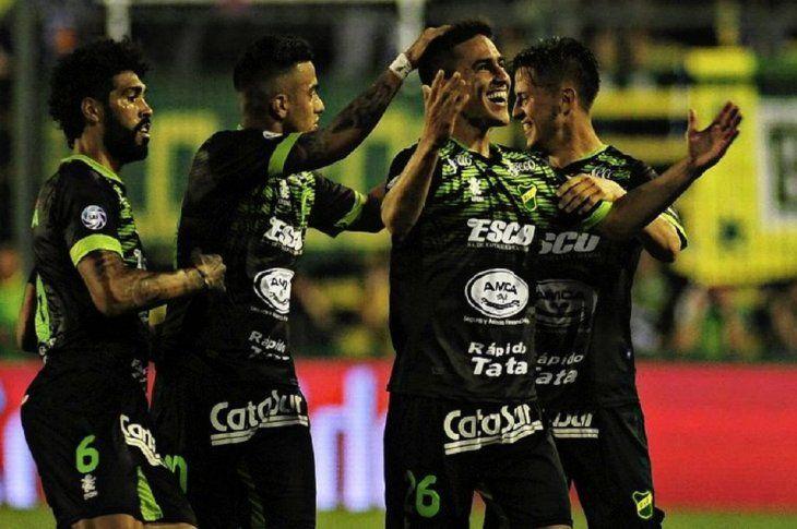 Matías Rojas celebra uno de sus goles con sus compañeros.