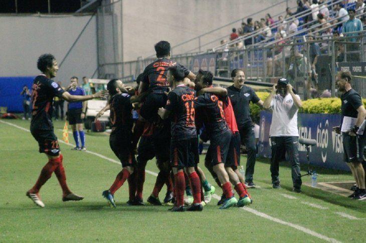 Los repolleros festejan la victoria ante Nacional.