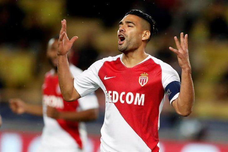 Radamel Falcao reacciona durante la derrota del Mónaco.
