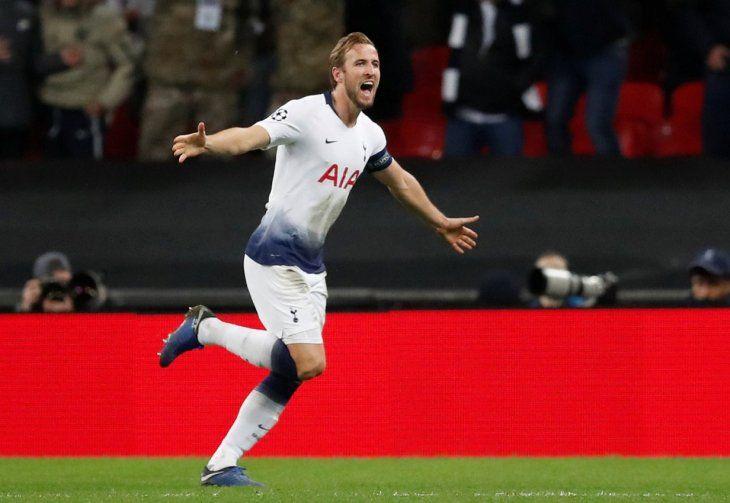 Harry Kane celebra un gol ante el PSV.