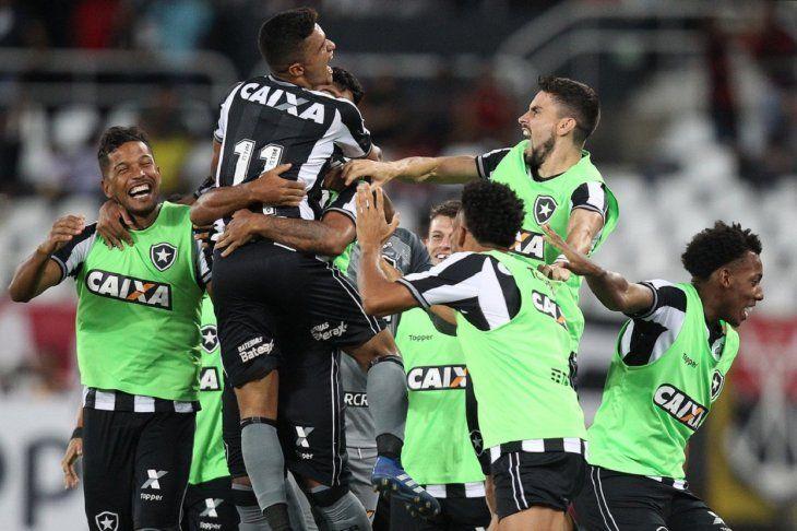 Gatito fue titular en el Botafogo.