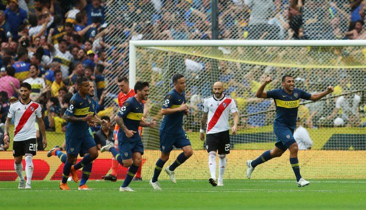 Jugadores de Boca festejan el gol de Ramón Ábila.
