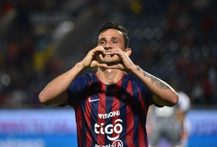 Willian Candia celebra un gol con Cerro Porteño.