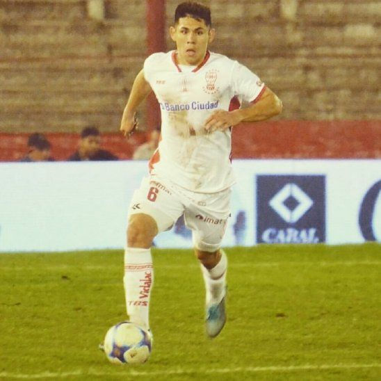 Saúl Salcedo es un líder en la defensa de Huracán.