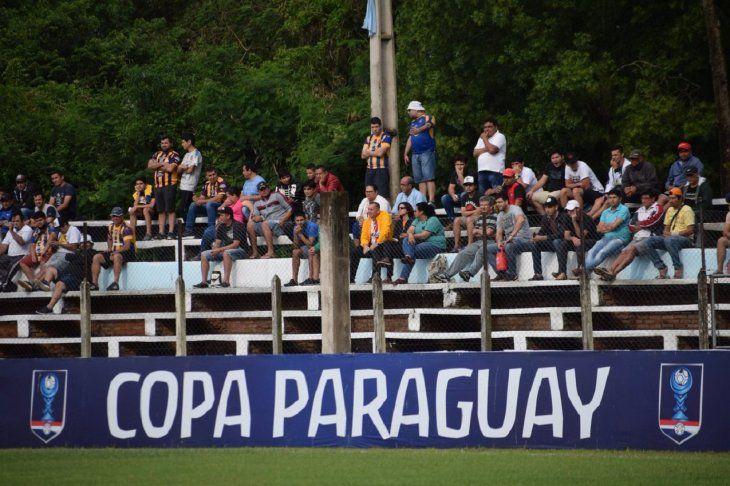 Público del Auriazul apoya al equipo en medio de la crisis.