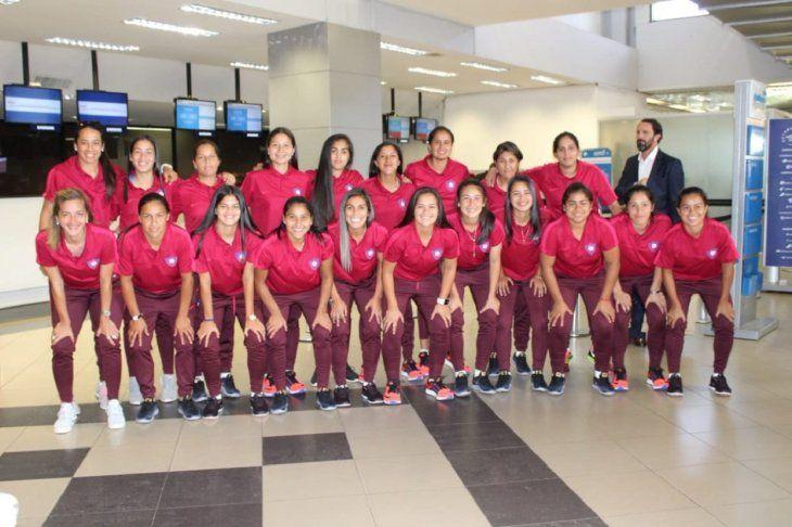 LISTAS. Las chicas de Cerro Porteño van con la ilusión de conquistar la Libertadores.