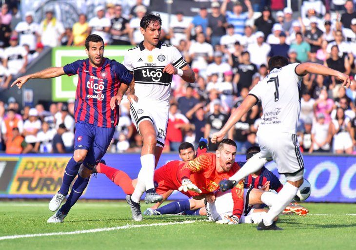Camacho anota el gol del empate.