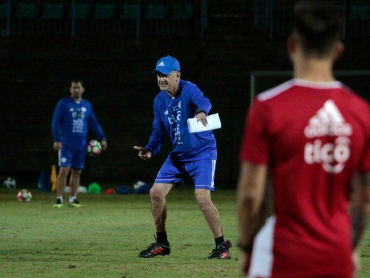 Juan Carlos Osorio debutará como entrenador de Paraguay ante Sudáfrica.